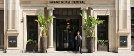Entrance to the Gran Hotel Central, Barcelona © Gran Hotel Central