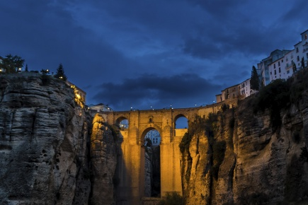 """View of the famous New Bridge in Ronda at night, in Malaga (Andalusia) """