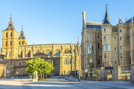 Gaudí Palace and Santa María Cathedral in Astorga (León, Castilla y Leon)