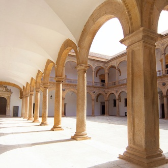 Patio del Hospital de Tavera (Hospital de San Juan Bautista)