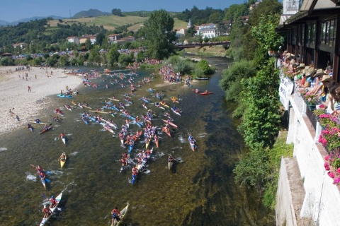 Canoeing festival. International Descent of the River Sella