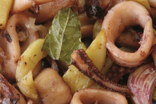 Fried squid, one of the typical dishes in Ibizan cuisine