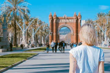 A tourist by the Arc de Triomf in Barcelona