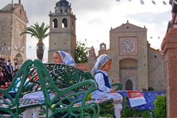 Children dressed in traditional costumes at Las Mondas Festival in Talavera de la Reina (Toledo, Castilla-La Mancha)