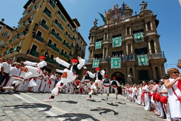 Traditional dances during the procession at the San Fermín fiestas in Pamplona (Navarre)