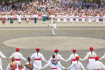 Traditional dances  in the fiestas of San Fermín in Pamplona (Navarre)