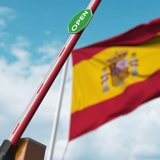 Open border with the Spanish flag in the background