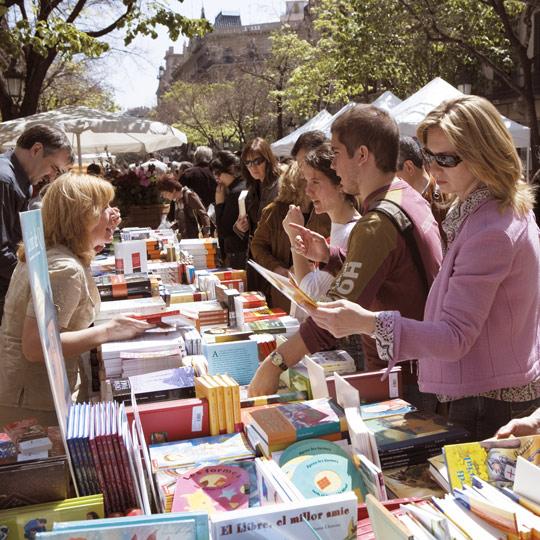 Wie Wird Das Sant Jordi Fest In Barcelona Gefeiert Spain Info Auf Deutsch