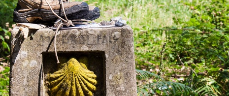 Abandoned boot on a sign for St James
