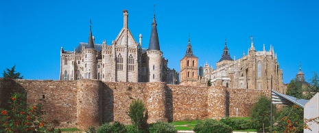 Astorga city walls in front of the Bishop