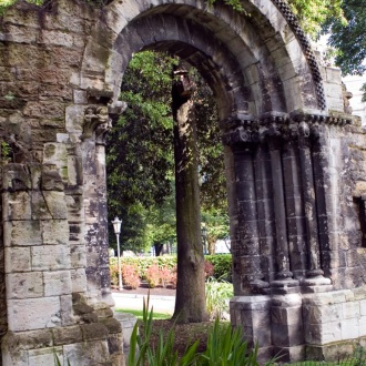 Romanesque arch in San Francisco Park, Oviedo