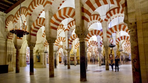 Couple walking around the Column room in the Mosque of Cordoba